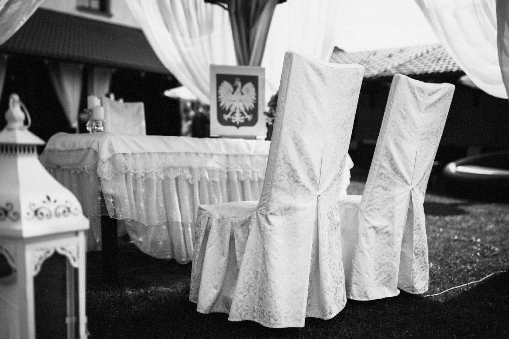 Hotel Nowodworski w legnicy organizuje śluby w plenerze króre mają miejsce w ogrodzie hotelu