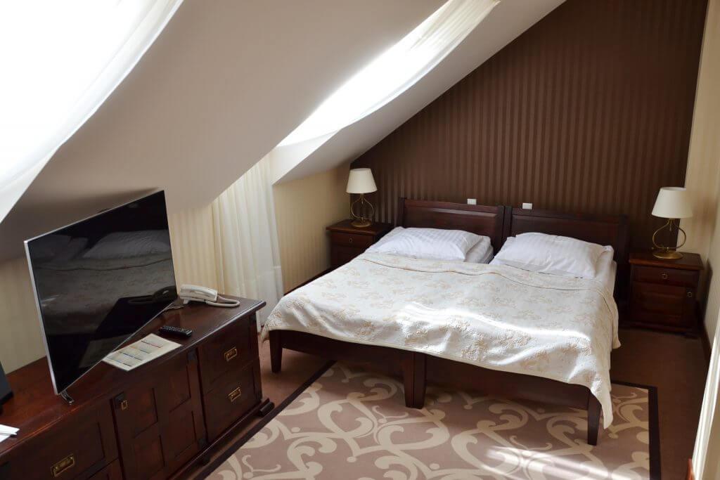 hotel legnica pokoj dwuosobowy