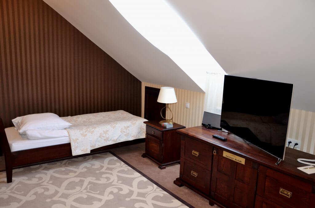 hotel legnica pokoj jednoosobowy